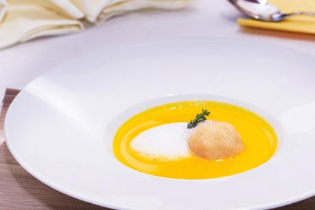 karotten-apfel-balsam-suppe-mit-polenta-topfenknoedel.jpg