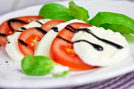tomatensalat-mit-mozzarella.jpg
