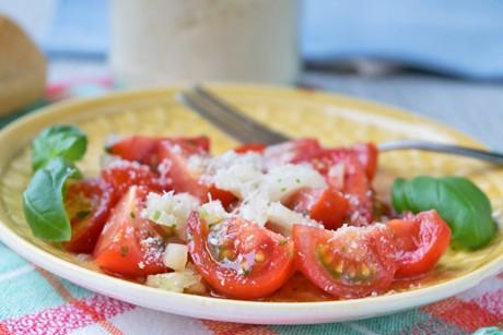 tomatensalat-mit-balsamico-dressing.jpg