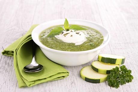 zucchinicremesuppe-mit-sauerrahm.jpg