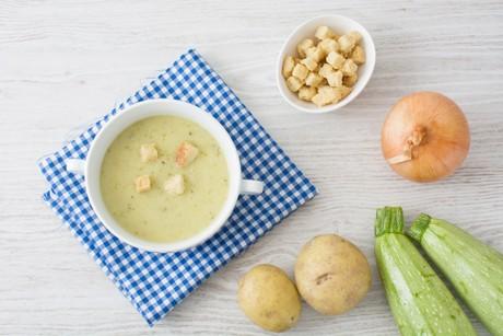 zucchinicremesuppe-mit-kartoffeln.jpg