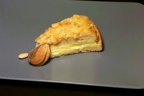 bienenstich-torte.jpg