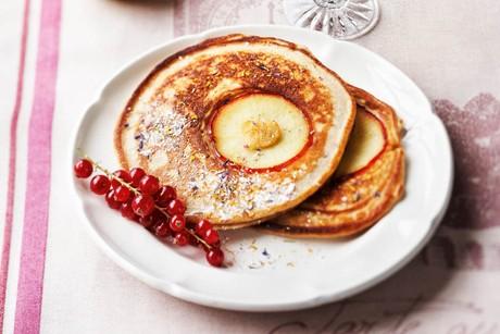 pancakes-mit-chai-kuesschen-und-gewuerz-blueten.jpg