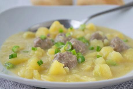 kartoffel-lauch-eintopf-mit-fleischbaellchen.jpg