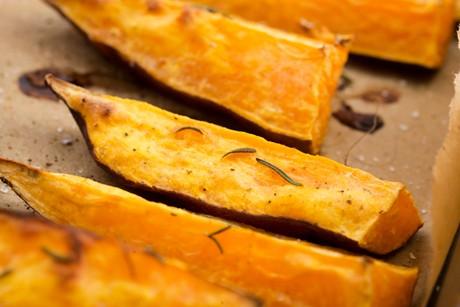 suesskartoffeln-vom-blech.jpg