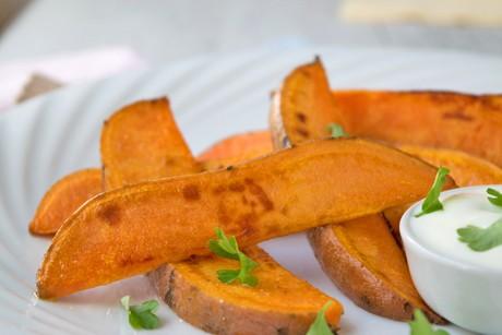 suesskartoffel-wedges-mit-dip.jpg