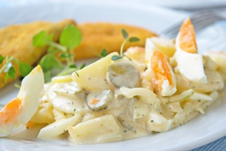 kartoffelsalat-mit-ei-und-gurke.jpg