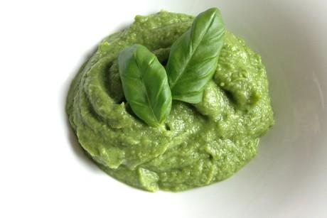 einfaches-avocado-basilikum-pesto.jpg