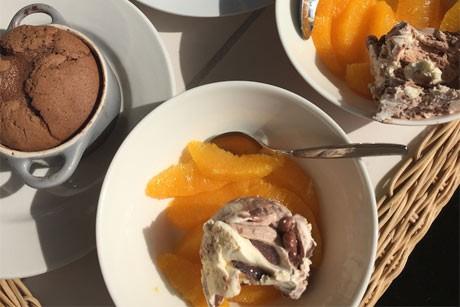nutella-souffle-mit-movenpick-eis-und-orangenfilets.jpg