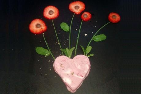 grand-marnier-erdbeeren-mit-movenpick-erdbeer-sahne-und-grunem-pfeffer.jpg