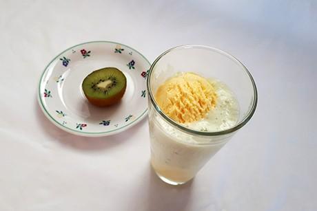 vanilleeis-in-kiwi-smoothie.jpg