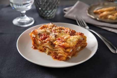 klassische-lasagne-mit-sauce-bolognese.jpg