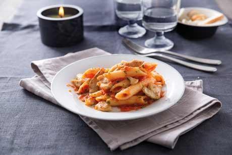 penne-rigate-mit-wuerziger-tomaten-huehnchensauce.jpg
