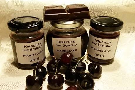 kirschenmarmelade-mit-dunkler-schokolade.jpg