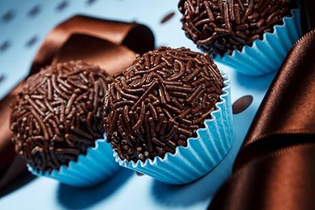 brigadeiro-brasilianische-schokoladenbonbons.jpg