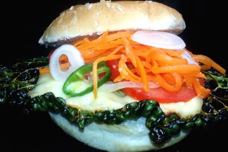fuxis-knusperburger-gemuseburger-mit-knusprigem-kohlchips.jpg