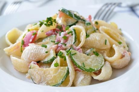zucchini-tomaten-nudelsalat.jpg