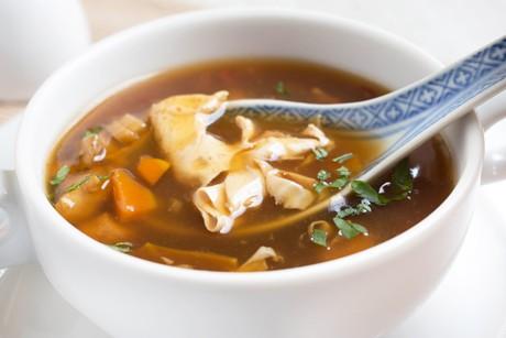 asiatische-vegane-gemuesesuppe.png