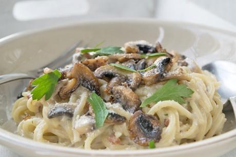spaghetti-mit-champignon-kase-sauce.jpg