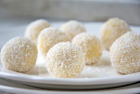 kokos-eierlikor-kugeln.jpg