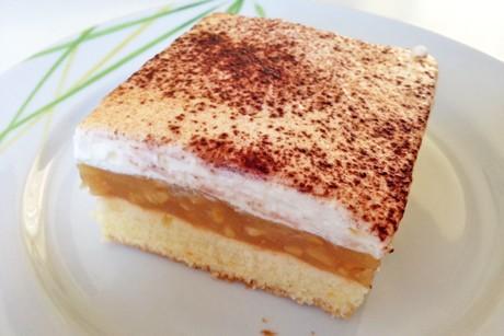 blechkuchen-mit-apfelcreme.jpg
