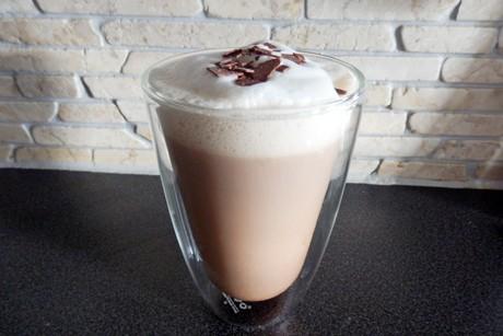 kaffee-mit-kakao-und-milchhaube.jpg