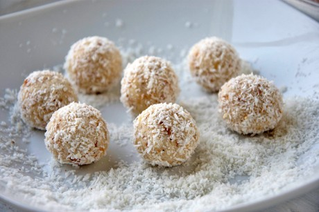 mandel-kokos-kugeln.jpg