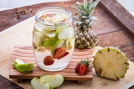 detox-wasser-mit-ananas.jpg