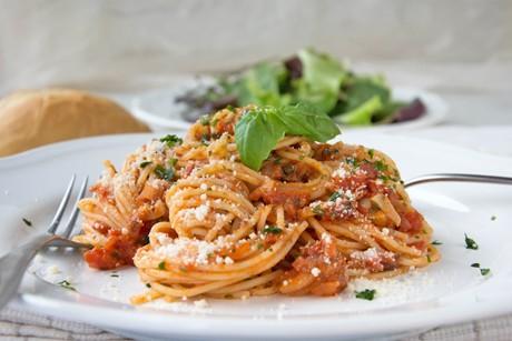 tomatensauce-mit-speck.jpg