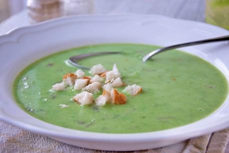 erbsen-spinat-cremesuppe.jpg