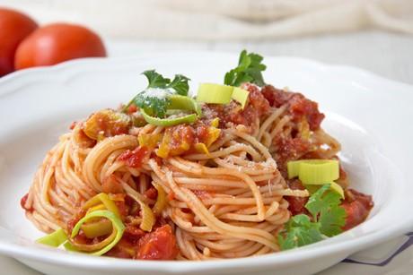 spaghetti-mit-lauch-knoblauch-sauce.jpg