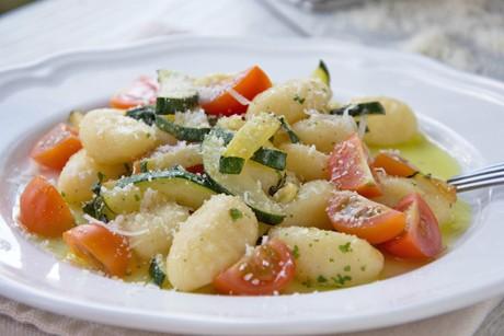 gnocchisalat-mit-gebratenen-zucchini.jpg