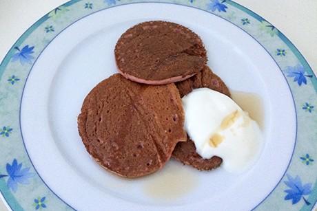 smoothie-pancakes-mit-beeren-und-nuessen.png