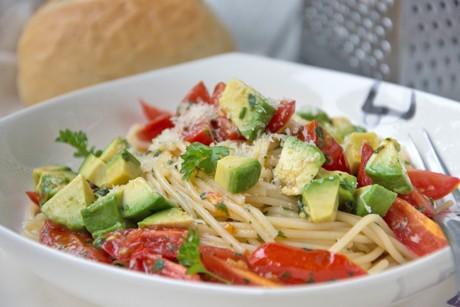 fruchtige-avocado-pasta.jpg
