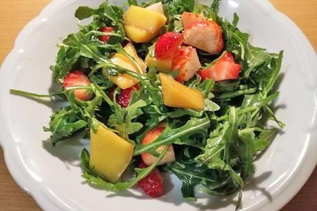 erdbeere-mango-rucola-salat.jpg
