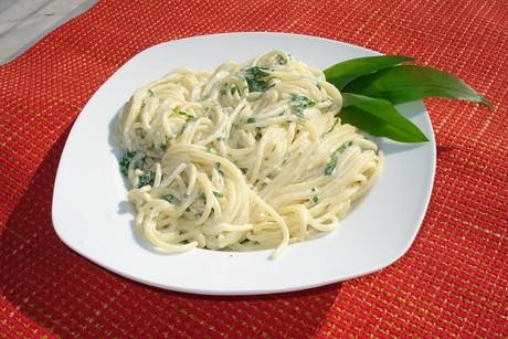 spaghetti-mit-barlauch-sauerrahm-sauce.jpg