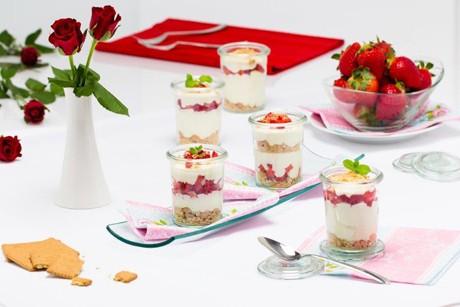 erdbeer-frischkase-kuchen-im-glas.jpg