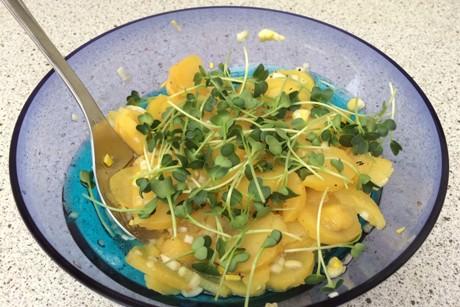 kartoffelsalat-mit-rettichssprossen.jpg