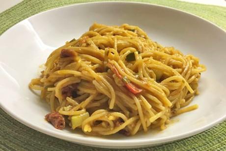 one-pot-feurige-spaghetti-mit-getrockneten-tomaten.jpg