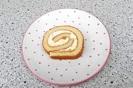 biskuitroulade-mit-vanillecreme.jpg