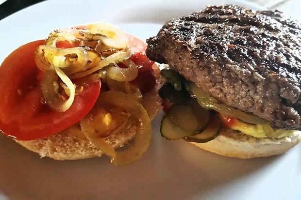 Hamburger mit geschmolzenem Käse