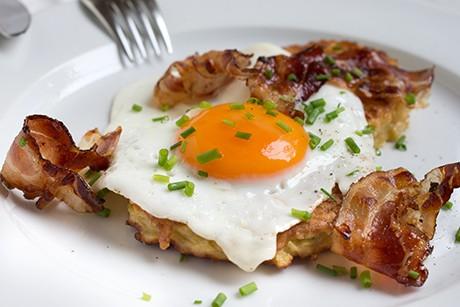 kartoffelpuffer-mit-speck-und-eiern.png