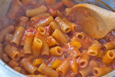 one-pot-paprika-tomaten-nudeln.jpg