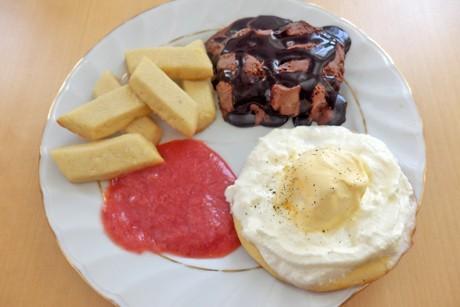 eisteller-mit-suessen-pommes-und-steak.jpg
