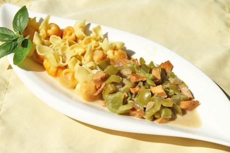 pasta-mit-eierschwammerl-und-paprika.jpg