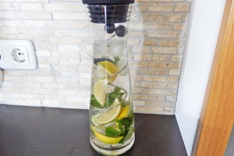 erfrischendes-zitronenwasser.jpg