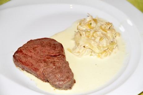 steaks-mit-kase-lauch-sauce.jpg