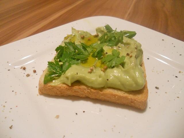 avocado-und-koriander-toast.jpg