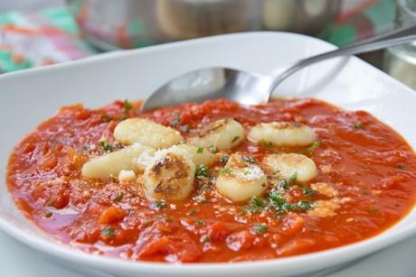 tomatensuppe-mit-gnocchi.jpg