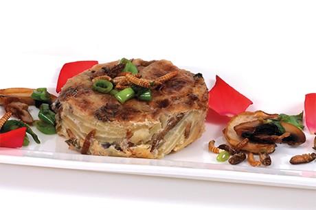 mehlwurm-grillen-kartoffelauflauf-mit-champignons.jpg